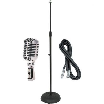 Ретро микрофон с прямой микрофонной стойкой и кабелем